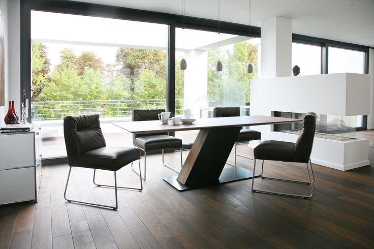 Ein reines Vergnügen: Niederlassen und wohlfühlen – D-LIGHT bringt Sitzkomfort auf den Punkt. Zierlich wie ein Stuhl und bequem wie ein Sessel schafft er elegant den Übergang zwischen Sitzen und Loungen. Doch damit nicht genug: D-LIGHT ist extraleicht und benötigt nicht mehr Platz als jeder andere Stuhl.