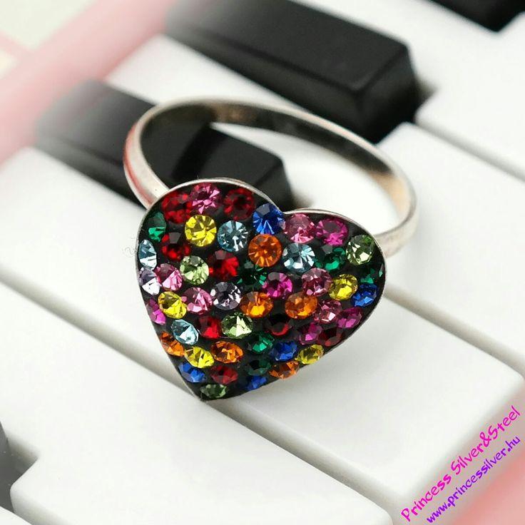 Swarovski kristályos szív gyűrű, mix színekkel. Részletek itt: www.princessilver.hu