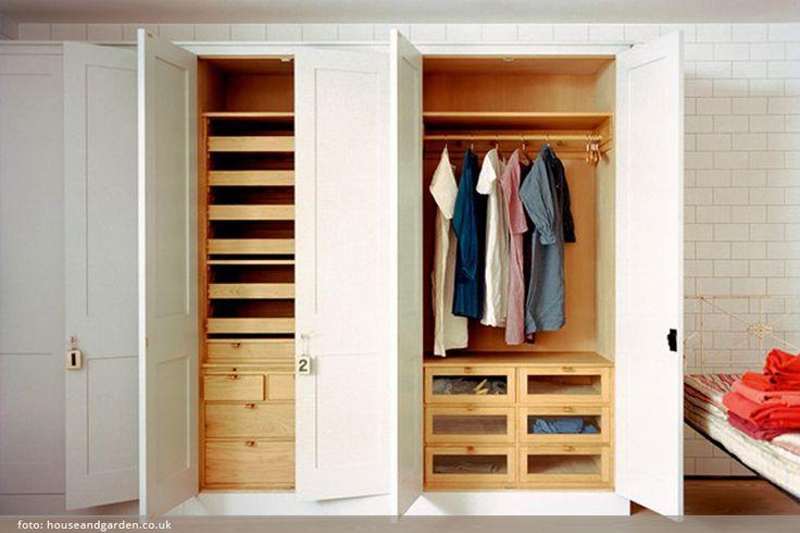 Šatny v malém bytě jsou jeho součástí