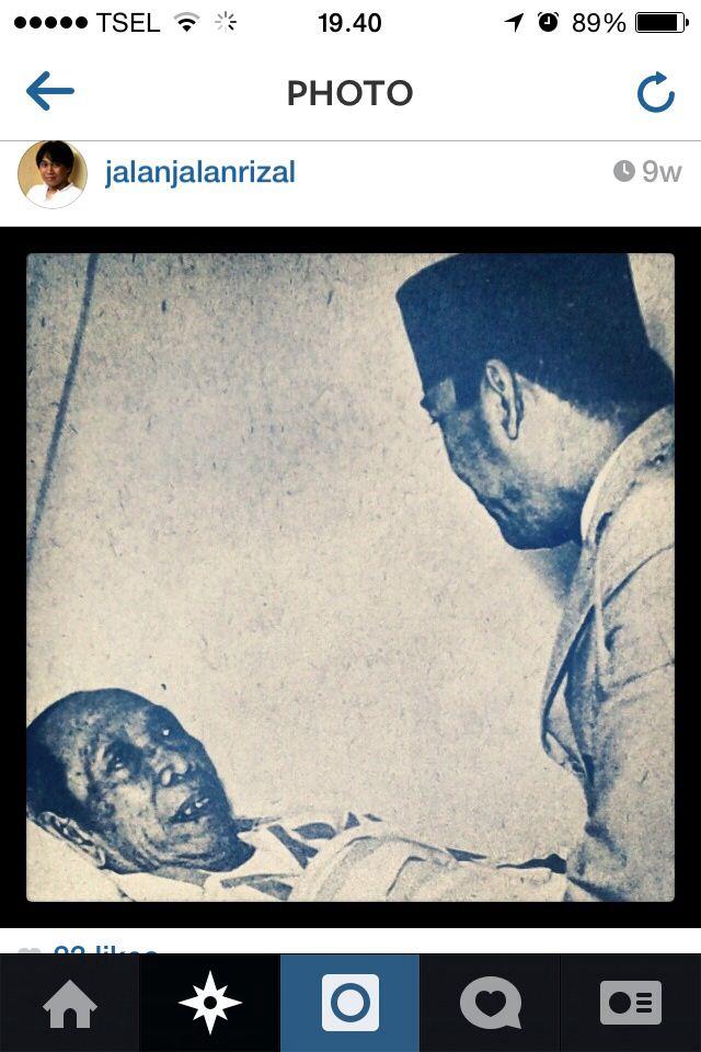 Dua Bapak Pendiri Bangsa. Ki Hajar dan Sukarno. Mereka yang hidup di zaman penuh liku dan bahaya dan tetap setia mengabdi bagi negeri, manusia biasa yang pada waktu tuanya juga mengalami sakit atau pun terjauh dari podium pengabdiannya yang diperjuangkan sampai akhir hayatnya.