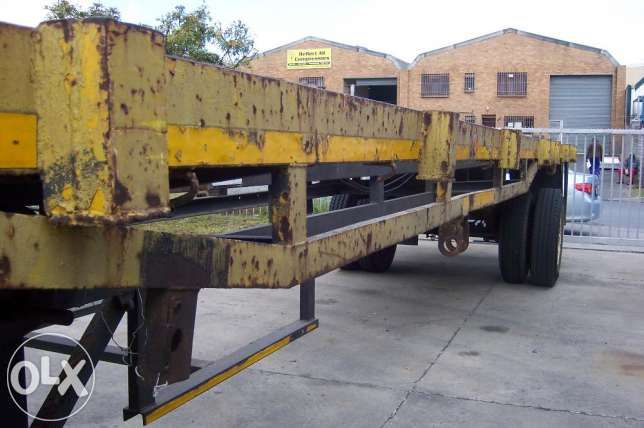 Flat deck 12 meter single axle HENRED trailer good condition BARGAIN Bellville - image 8