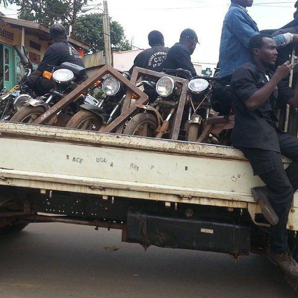 Awara, c?est le nom barbare donné aux camions de la Communauté urbaine de Yaoundé (CUY) qui terrorisent les vendeurs à la sauvette. Ces camions sont souvent des esp&e