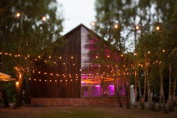 Plenerowe wesele w stodole pod Warszawą •