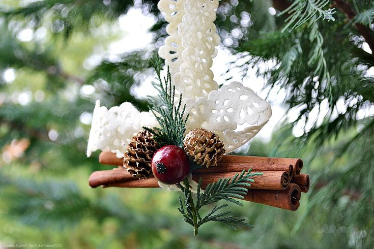 sweet cinnamon stick ornament: Christmas Diy, Crafts Ideas, Christmas Crafts, Cinnamon Sticks, Diy Christmas Trees, Diy Christmas Decor, Sticks Ornaments, Diy Christmas Ornaments, Christmas Trees Ornaments