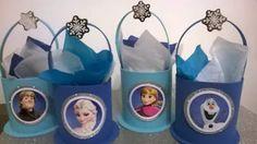 Estos bonitos dulceros con la tematica de frozen serán de mucha alegría para tu pequeña, puedes empezar a elaborarlos con diferentes materi...