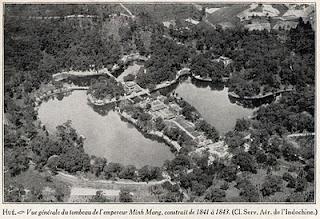 Tumba mausoleo del Emperador Minh Mang de Hue (Vietnam). Las tumbas imperiales de Hue http://www.vietnamitasenmadrid.com/2011/12/tumba-imperial-de-minh-mang-hue.html