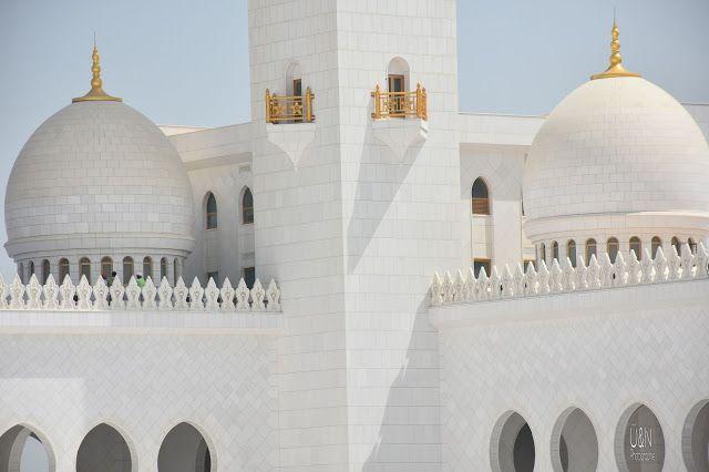 Abu Dhabi Part 1: Als ich in meiner Abaya durch die wunderbare Sheik Zayid Moschee wandelte, ein bißchen Kultur, schnelle Autos in der Ferrari World und das beste libanesische Restaurant überhaupt .