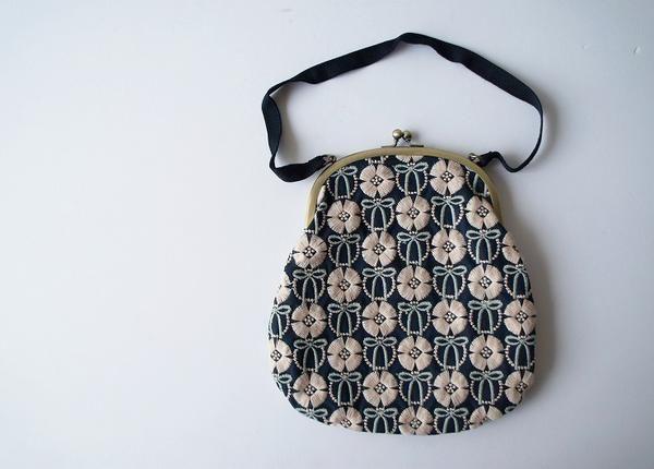 更新日時:2013/09/17 ブランド:nesessaire 買取金額:4000円 nesessaire ネセセア リボンの夢 がま口バッグをお買取させて頂きました。 nesessaire(ネセセア)のアイテムを随時、高価買取中です。 ...