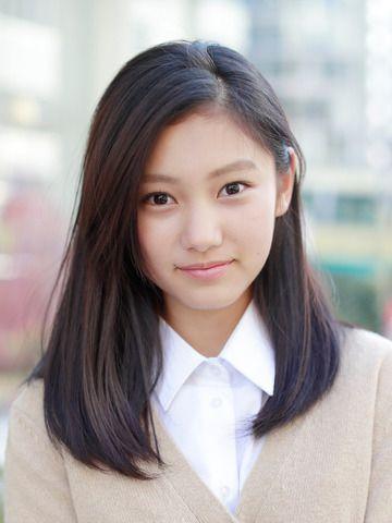 女性ファッション誌「Seventeen」の専属モデルに決まった岡本莉音さん - Yahoo!ニュース(まんたんウェブ)