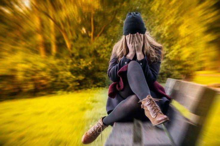 De acuerdo a un informe global sobre ansiedad elaborado por científicos de la Universidad de Cambridge, en Inglaterra. 300 millones de personas en todo el mundo padecen ese desorden mental. La preocupación general por una situación es normal. Pero la manera de saber si tiene ansiedad es hacer un seguimiento de cuánto tiempo pasa al día preocupándose y obsesionándose. Si se preocupa unos 55 minutos al día, es normal. Si usted se preocupa más de 300 minutos al día, probablemente sufre de algún…
