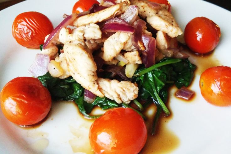 Krutí nudličky se špenátem a restovanými rajčátky - Powered by @ultimaterecipe