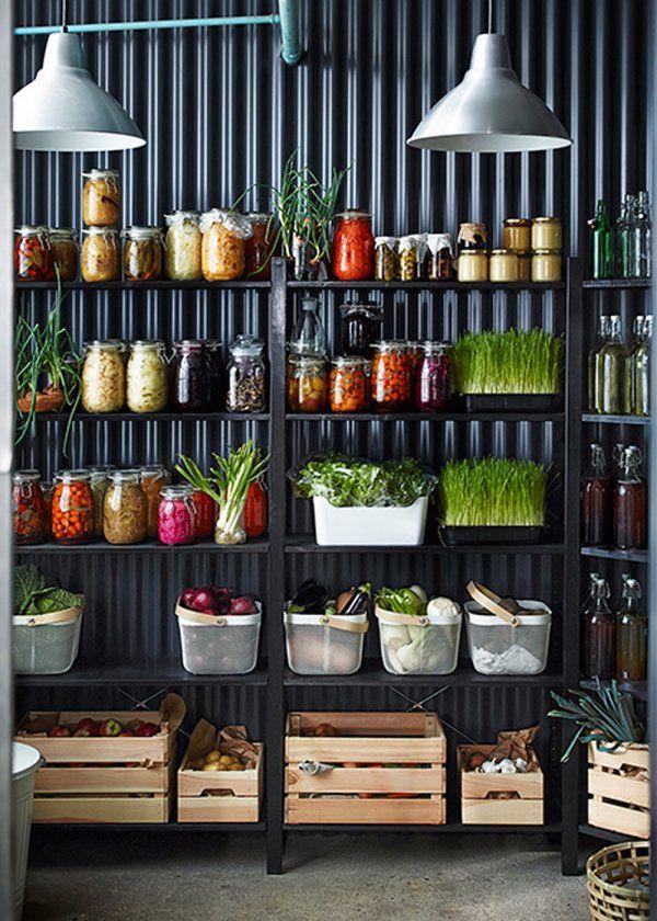 IKEA: nos coups de cœur du catalogue 2016 - Marie Claire Maison / Cuisine avec de nombreux bocaux pour ranger ses aliments / Green Kitchen