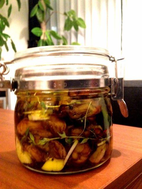 ワインに合いまくる絶品簡単レシピ!料理初心者でもかんたん!!保存も効くし超かんたんなのに、びっくりするくらい料理上手と思われちゃうので、そう思われたい人は必見だよー!「牡蠣のオイル漬け」、それでは公開だー!