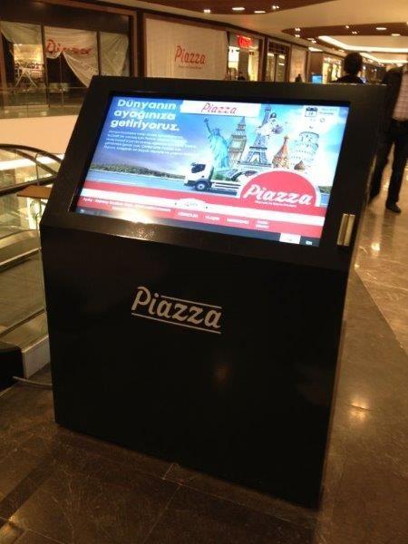 Piazza Alışveriş Merkezi'nde bilgilendirme videoların yayınlanması ve ziyaretçilerin mağazaları kolay bulabilmesi için kullanılan panolar Kiosk İnnova tarafından hazırlandı.