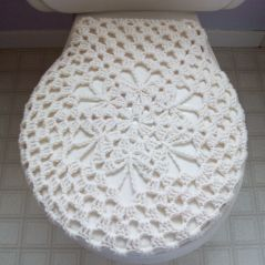 Who wouldn't want to crochet a toilet seat cover with this free pattern....