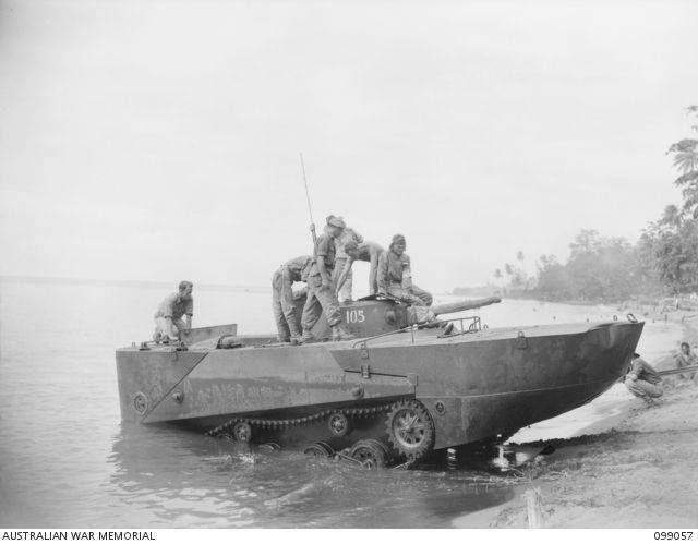 Type 2 Ka-Mi amphibious tank being tested by Australian soldiers in 1945, japanese Amphibious tanks