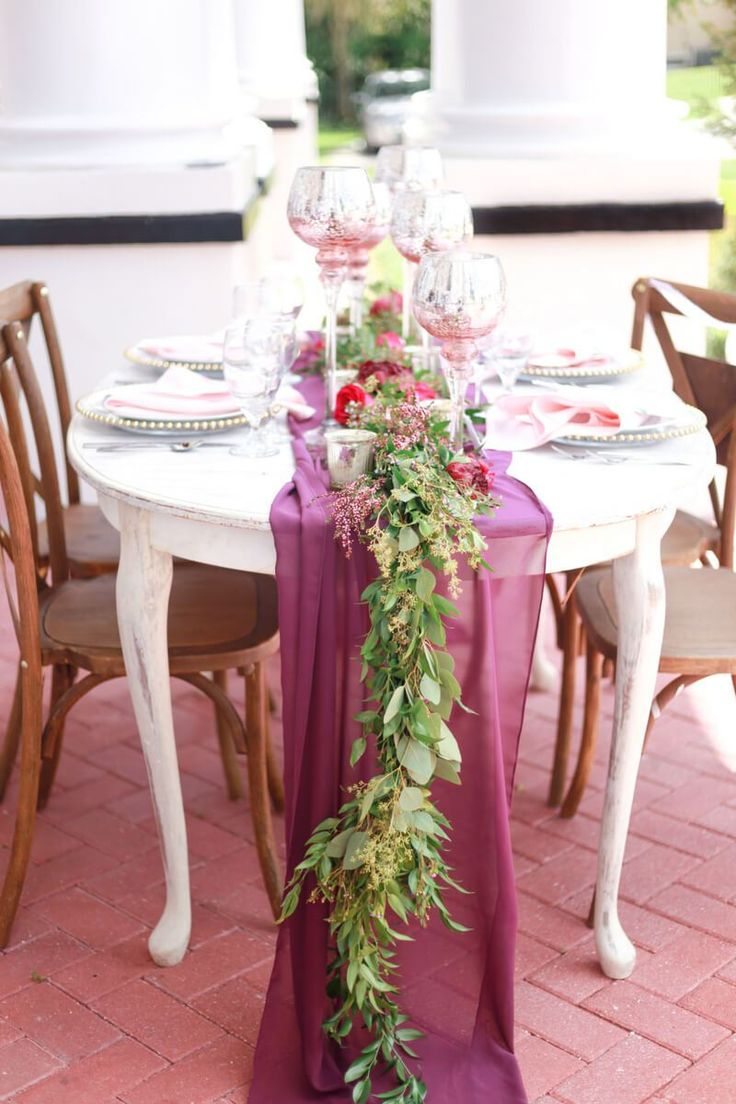 Beacutiful table runner from a berry hued wedding inspiration