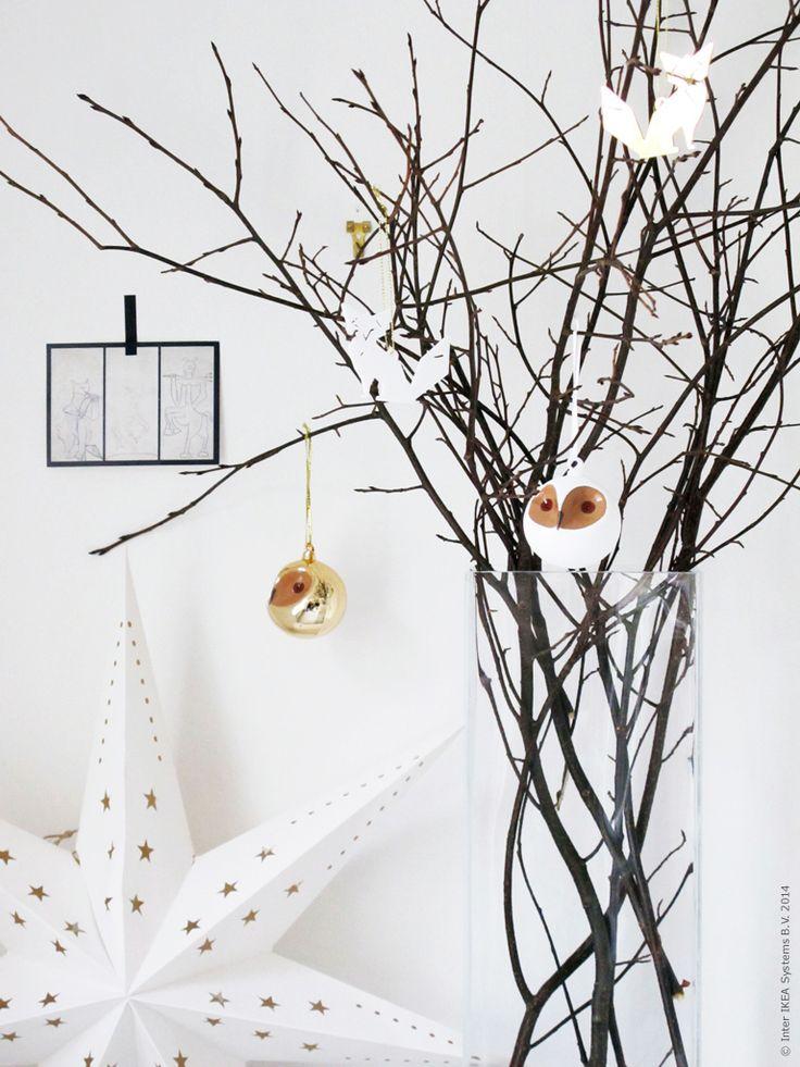 Julris är ett enkelt och utmärkt alternativ för dig som inte har plats med en julgran hemma. Häng upp julpynt i riset eller dekorationer som passar just dig. Ett ris klätt i vitt och guld kan få stå kvar ända in i januari!