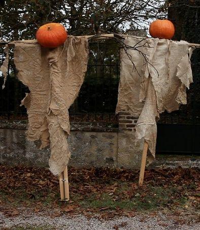 outdoordecoratingideasforhalloween scarecrow with pumpkin head