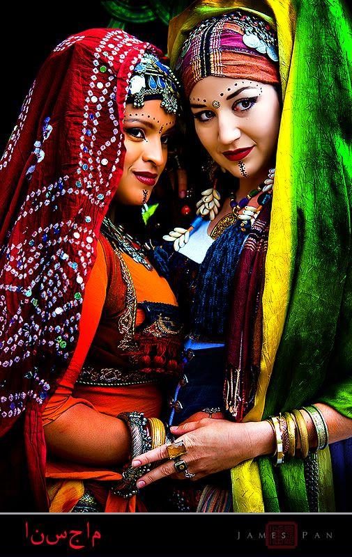 Beautiful dancers......love the colors