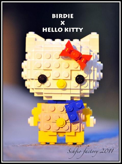 LEGO Hello Kitty Celebrates Halloween