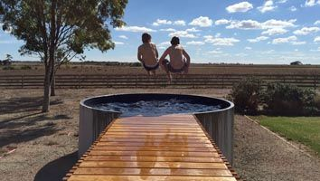 Plunge pool in the country