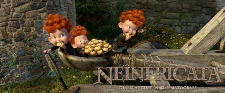 Atenție se lasă cu lansări de prăjituri din arbaleta. Tripleții mereu puși pe pozne :)