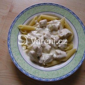 Fotografie receptu: Těstoviny s kuřecím masem a omáčkou