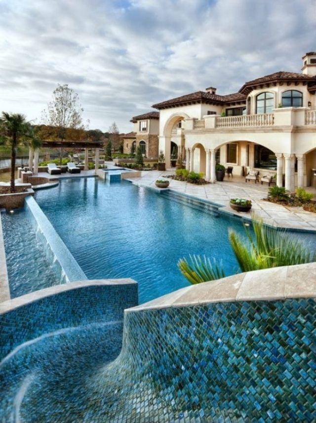 Überlauf-Pool mit Wasserrutsche-exotik pur im hinterhof