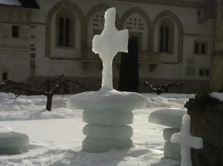 Putna Monastery// ice cross// winter