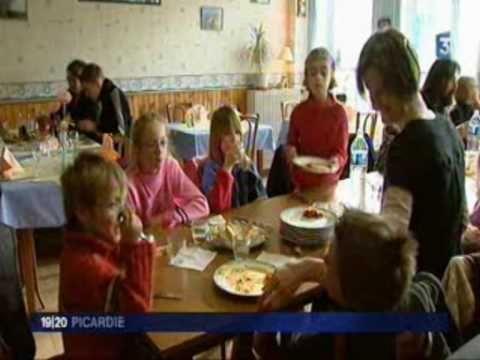 """Cantine scolaire - Reportage du 26/01/2010 de l'émission """"Quoi de neuf depuis"""" (France3 Picardie) - YouTube"""