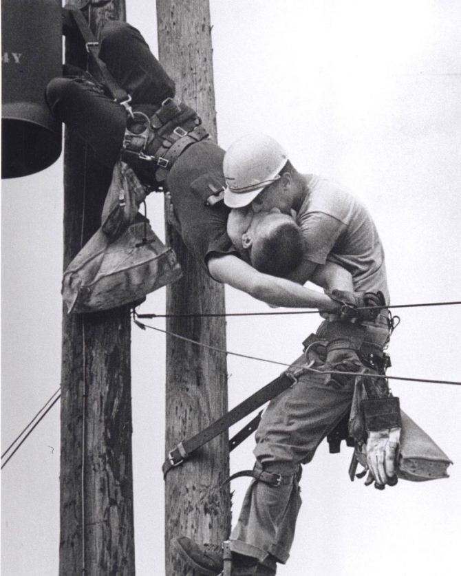1967. July 17. Florida. The American photographer Rocco Morabito is on duty for the local newspaper in Jacksonville when he heard a loud bang  on the way to his car. An operator of the national electricity lines had received a download over 4,000 volts and was hanging unconscious for more than 12 meters high whilst his partner was trying to revive him with 'the kiss of life'.
