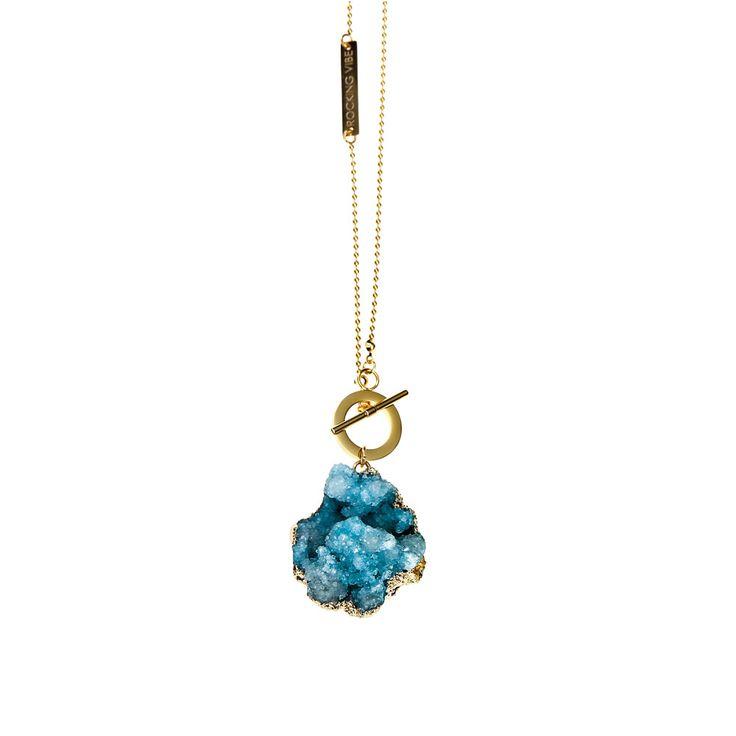 Pendentif en argent massif plaqué or et quartz, de Rocking Vibe—Prix: 110 $ Info: rockingvibe.ca