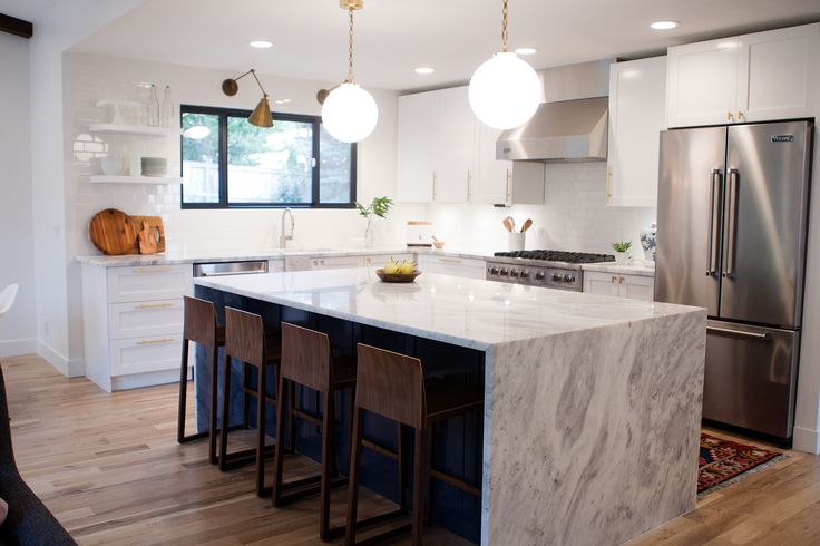 1000 images about amazing kitchens on pinterest shaker for Bar style countertop