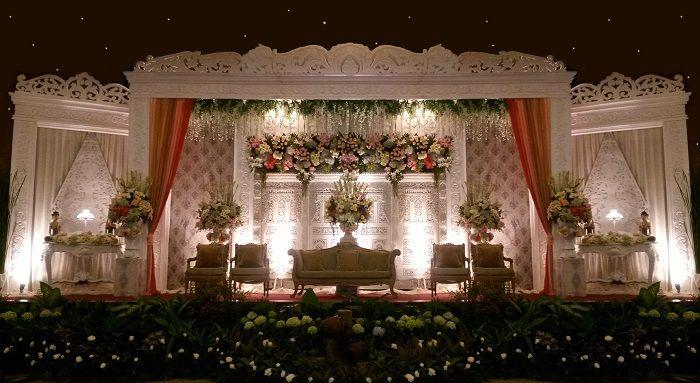 Soraya Wedding Planner adalah salah satu wedding organizer di jakarta yang menawarkan paket pernikahan di gedung yang eksklusif, komplet sampai pernikahan mewah dan simple. Kami berpengalaman mengorganisir acara wedding outdoor lengkap dengan dekorasi outdoor, pernikahan di hotel dan di rumah. Dengan vendor pernikahan, aneka peralatan pesta, dekorasi pernikahan, florist, kebaya, gaun, wedding dress, kartu undangan eksklusif, untuk membuat pernikahan anda menjadi royal wedding