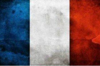 """ROMA – """"Il progetto di riforma della costituzione francese rischia di esporre numerose persone a violazioni dei diritti umani, dando carta bianca ai servizi di sicurezza per chiudere delle associazioni, svolgere delle perquisizioni senza mandato, ..."""