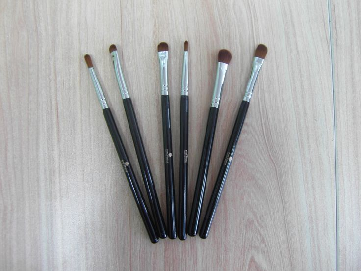 eyeshadow brushes $5 each or $30 for the entire set. please place your order at proschoicecanada@gmail.com