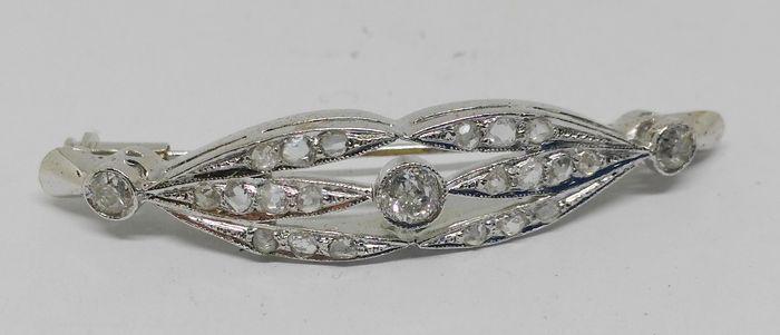 Online veilinghuis Catawiki: 14 kt witgouden broche, uit eind 19de eeuw / vroeg 20ste eeuw – 23 diamanten van in totaal 0,90 ct