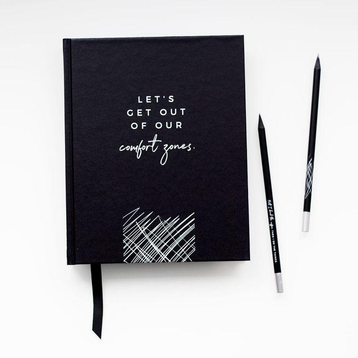 Dieser Daily Planner bietet dir alles, was das Herz von Organisationstalenten höher schlägen lässt: Eine Jahresübersicht für wichtige Termine, Monatsübersichten, Tagesübersichten mit To-Do-Listen und genug Platz für Notizen und...