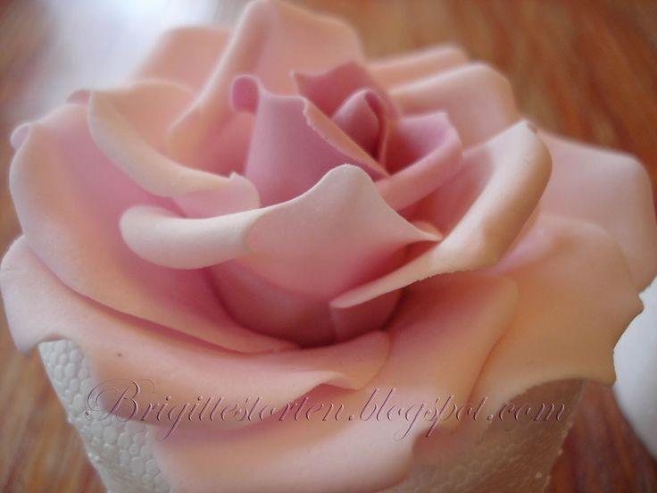 die besten 25 anleitung f r fondant rose ideen auf pinterest fondantblumen zuckerpaste. Black Bedroom Furniture Sets. Home Design Ideas