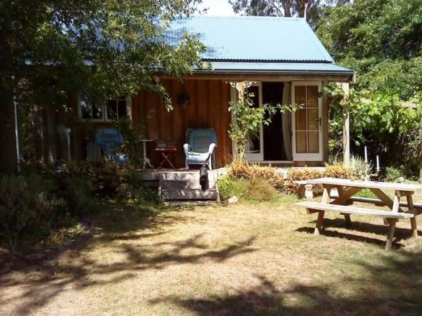 """Just because it's called """"Bumblebee Cottage""""! Greytown Holiday Cottage Rental - 2 Bedroom, 1.0 Bath, Sleeps 4"""