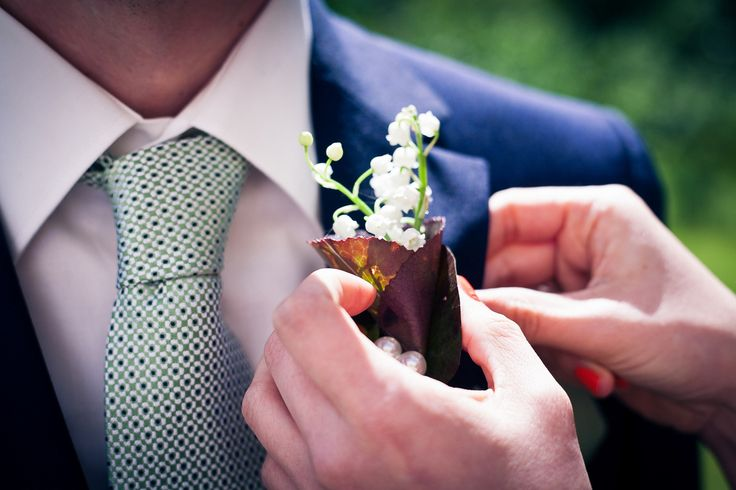 Ansteckblume für den Bräutigam #groom #hochzeitsfoto #heiraten