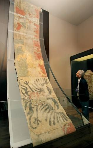 The Cathedral Museum displays a pennant of the Battle of Lepanto - sixteenth century flagship of the Holy League in the Battle of Lepanto, which will be exhibited alongside a collection of textiles in the new hall of the Museum of the Cathedral of Santiago.
