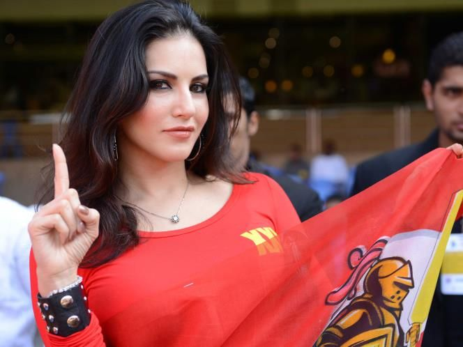 Hot gals on the boundary Stars at CCL-4: more Updates, pics, and Videos of sunny Leone Here: www.unblock.pk/