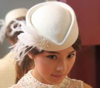 For the vintage style bride looking for stunning piece that covers the entire crown. The white felt teardrop hat is adorned with a spray of white goose feathers fixed by a rounded pearl detail. $99.95 including gift box and FREE shipping in Australia.