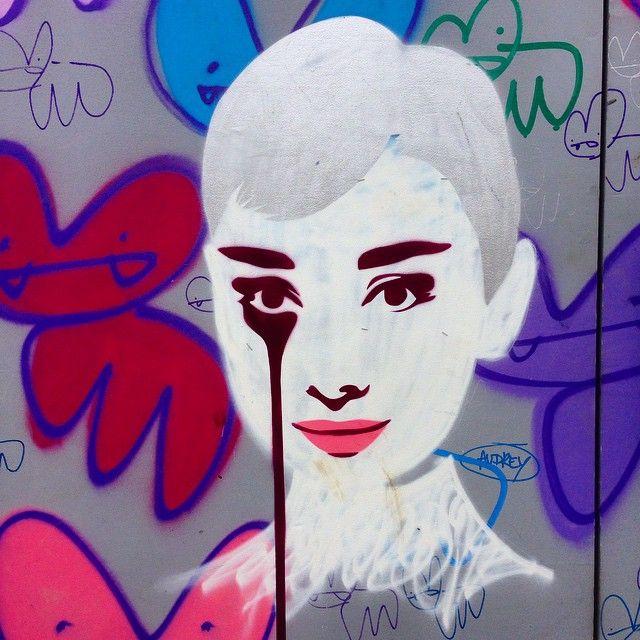 #audreyhepburn in #Dulwich.. Well yes! New @picturehouses coming soon! #film #star #movies #graffiti #art Get the #Kooky #London #App http://bit.ly/11XgicP #ig_London #igLondon #London_only #UK #England #English #GreatBritain #British #quirky #photoftheday #photography #picoftheday #igerslondon #londonpop #lovelondon #timeoutlondon #instalondon #mylondon #Padgram