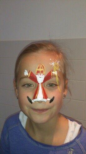 En natuurlijk wel mijn dochter geen zwarte Piet op haar neus, maar een sinterklaas! Dus zelf maar wat bedacht!