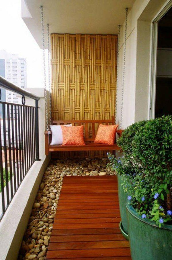 bequeme Balkon Designs  - interessanter Bodenbelag aus Steinchen