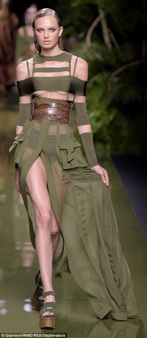 Braless Gigi Hadid Storms The Runway At The Balmain 39 S Risque Pfw Show Jungle Theme Models And