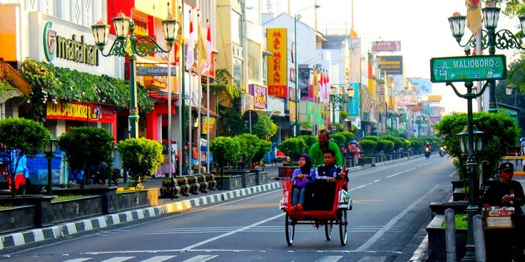 not go to Yogyakarta  if you have not visited malioboro (central java)